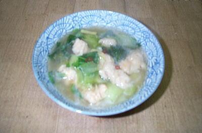 ヤマブシタケ・・・・・・100g チンゲン菜・・・・・・・・4株 きざみしょうが・・・・・少々 鶏ガラスープの素・・適量  塩・こしょう・・・・・・・・少々 輪切り